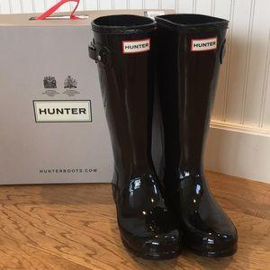 Hunter black glossy boots, sz 5 kids, 7 womens NEW